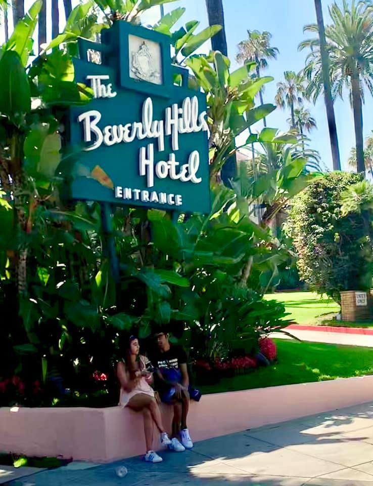 HOTEL Californiaのジャケットになった ホテル